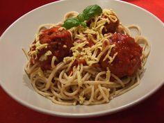 Édes kötelesség: Paradicsomos spagetti nemhúsgombócokkal Spagetti, Ethnic Recipes, Food, Meal, Essen
