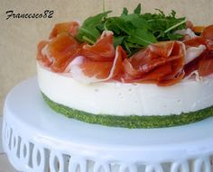 La cucina degli Angeli: Cheesecake allo stracchino con rucola e crudo sauris Savory Cheesecake, Chocolate Chip Cheesecake, Cheese Appetizers, Finger Food Appetizers, Antipasto, Appetizer Buffet, Salad Cake, Good Food, Yummy Food