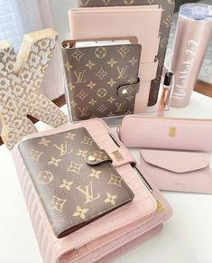 Louis Vuitton Monogram, Wallet, Business, Pattern, Bags, Fashion, Handbags, Moda, Fashion Styles