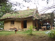 Earth Hands & Houses - Strawbale, earthbag and natural building courses
