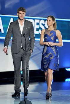 Liam Hemsworth and Jennifer Lawrence at the 2012 People's Choice Awards. Love her look here! And they look good together.
