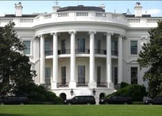 Man arrested near the White House with nine guns and three knives