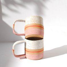 Handgemachte Keramik Blush Stripe Mug von michelleluupottery Ceramic Mugs, Ceramic Pottery, Ceramic Art, Pottery Mugs, Stoneware Mugs, Earthenware, Cerámica Ideas, Deco Design, Design Art