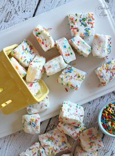 Cake Batter Marshmallows | Cookies and Cups