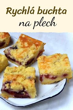 Rychlá a výborná buchta na plech, se švestkami (nebo jiným ovocem). Lité těsto z podmáslí. Vláčná a nadýchaná buchta, vyzkoušejte recept! Recipe Box, Tiramisu, Sweet Recipes, Yummy Treats, French Toast, Muffin, Deserts, Food And Drink, Menu