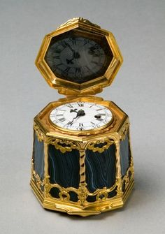 Snuff Box with Watch Movement (Bonbonnière), c.1750 (gold-mounted agate, enamel dial, glass)