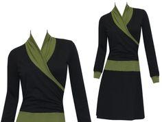 Dieses Sweatkleid, hier in schwarz/ oliv, hat alles, um zum Lieblingsteil der kühlen Jahreszeit zu werden. Der innen angerauhte Sweatstoff aus hautfreundlicher Baumwolle macht es kuschelweich und...