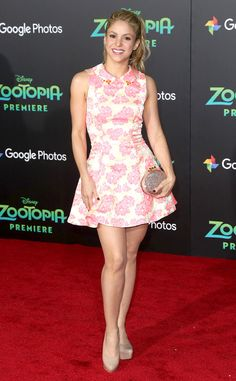 Skater Girl from Fashion Police Shakira is fresh and fun in a fit-and-flare MacDuggal skater dress at the Zootopia premiere in Los Angeles. Shakira Style, Shakira Outfits, Shakira Hips, Shakira Baby, Divas, Shakira Mebarak, Beaded Clutch, Skater Girls, Zootopia