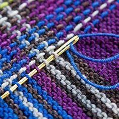 Technique to turn garter stitch to tartan Do something similar with slip stitch crochet? Idea of a tartan shrug Loom Knitting, Knitting Stitches, Free Knitting, Knitting Patterns, Sweater Patterns, Vintage Knitting, Stitch Patterns, Rowan Knitting, Knitting Magazine