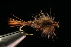 Tying a Hares Ear Step-by-step instructions and video with expert tier Charlie Craven.