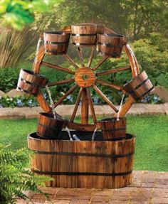 Country Old Fashioned Wagon Wheel Garden Water Fountain