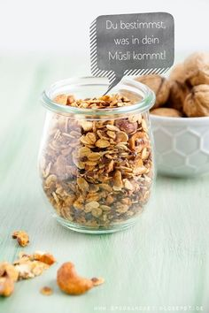 Knuspriges Granola mit Nüssen und weiteren gesunden Zutaten - Rezept auf http://spoonandkey.blogspot.de/2015/09/knuspriges-granola-rezept.html