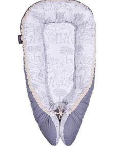 The lightweight, easy-to-carry cocoon from Nordic Nuss is lined with cotton and not only keeps your baby safe and snug, but also offers a great solution for travelling, co-sleeping, and nappy …