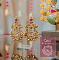 Gold Jhumka Earrings, Gold Bridal Earrings, Jewelry Design Earrings, Gold Earrings Designs, Bridal Jewelry, Chandelier Earrings, Diamond Jhumkas, Indian Earrings, Antique Earrings