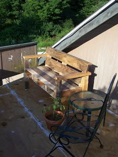 Bench Made From A Pallet (Idea)