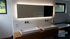 Mirror with LED backlight Backlit Mirror, Modern Interior Design, Kitchen And Bath, Room Inspiration, Bathroom Lighting, Retro, New Homes, Bathroom Ideas, Home Decor