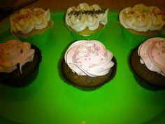 Cupcake Limon y merengue simple.. Cupcake chocolate y vainilla..
