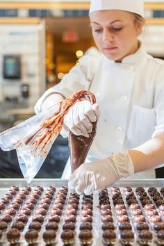 Student making chocolates at the Apple Pie Bakery Café at The Culinary Institute of America Pie Bakery, Bakery Cafe, Pastry Art, Baking And Pastry, Artisan Bread, How To Make Chocolate, Truffles, Apple Pie, Chocolates