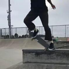 Skater Kid, Skater Girls, Skate 3, Skate Style, Aesthetic Photo, Aesthetic Pictures, Film Aesthetic, Aesthetic Grunge, Skateboards