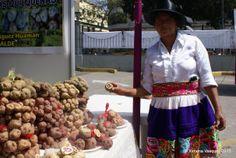 Festival de la Papa Nativa | Yo Compro En El Mercado de Productores Farmers Market, Peru, Apron, Fashion, Turkey, Moda, La Mode, Farmers Market Display, Fasion