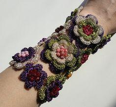 Crochet wire wrist corsage - gehäkeltes Armband - gehäkelter Schmuck photo by GlamCro