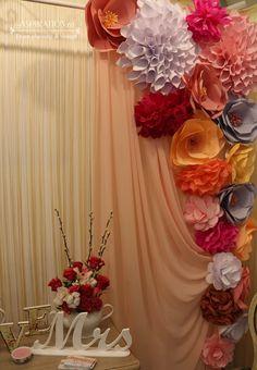 Photo corner cu flori din hartie Curtains, Weddings, Home Decor, Ideas, Board, Blinds, Decoration Home, Room Decor, Wedding