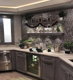 Beautiful #kitchendesign inspo 😍 What do you think of this Mirrored Wall?! - #inspo #kitchen #designinspo #interiorinspo #mirror #homestyle