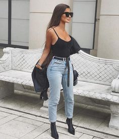 9bca547c7672 Allow me to share Top 10 Ways to Form Jeans with the use of Sneakers for  ladies. Best Relaxed Outfits for Clubbing. Audrey McGhee