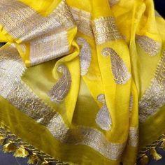 Pure Georgette Banarasi sarees of your colour choice! No COD, No Resellers WhatsApp Maneeti - 9539820656 Silk Saree Banarasi, Kora Silk Sarees, Indian Silk Sarees, Chiffon Saree, Saree Dress, Cotton Saree, Silk Saree Blouse Designs, Fancy Blouse Designs, Fancy Sarees