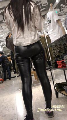 4K 白衬衫紧身皮裤美眉三角区很鼓 街拍小站 Scuba Girl, Lederhosen, Wetsuit, Leather Pants, Mac, Asian, Leggings, Spandex, Sexy