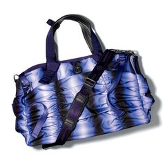 Lululemon Destined for Greatness duffel.maybe a diff color? Gotta check em out. Top Gifts For Girls, Cool Gifts For Women, Workout Attire, Workout Wear, Womens Health Magazine, Fitness Fashion, Fitness Style, Best Bags, Sport Wear