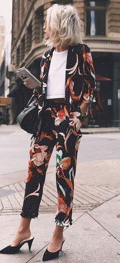 Casual-Chic Style: Outfit Ideas To Look More Chic cool outfit idea : floral suit + white top + b Cool Outfits, Casual Outfits, Fashion Outfits, Womens Fashion, Fashion Trends, Office Outfits, Asos Fashion, Mode Lookbook, Looks Street Style