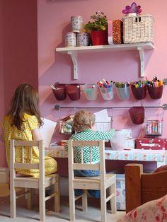 Mesa de artes - ambiente montessori #montessori #montessori_room