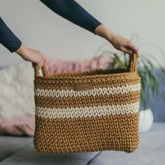 MonoMeyStudio shared a new photo on Etsy Diy Crochet Basket, Crochet Basket Pattern, Crochet Tote, Tote Pattern, Crochet Ideas, Square Baskets, Large Baskets, Crochet Square Patterns, Crochet Patterns For Beginners