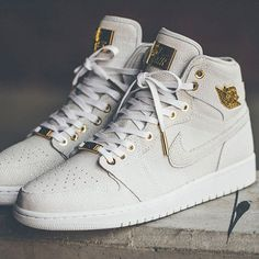 One of the two debut colorways of the Air Jordan 1 Pinnacle released in 2015, this white colorway features a faux-stingray skin texture across the upper with 24K gold accents. Perhaps the most luxurious Air Jordans ever, the Pinnacle Air Jordan 1's are built with the height of Air Jordan quality and craftsmanship and celebrate the Air Jordan line's 30th year in luxurious style.
