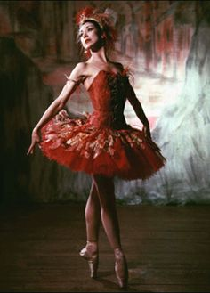 Margot Fonteyn poised and perfect in her red #tutu. Lovely picture for @ISTDdance's #tutuTuesday