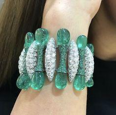 Gemstone Bracelets, Bangle Bracelets, Bangles, Jewelry Box, Fine Jewelry, Unique Jewelry, Emerald Jewelry, Lotus Jewelry, Coffee And Books