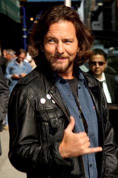 Eddie Vedder plays the ukulele on David Letterman