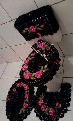 croche e dicas incriveis para você fazer hoje mesmo Crochet Crafts, Crochet Doilies, Yarn Crafts, Crochet Flowers, Crochet Projects, Bathroom Crafts, Bathroom Sets, Bathrooms, Diy Home Crafts