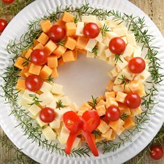 18 Christmas Appetizers That Get the Holiday Feast Off to the Merriest Start Holiday Cheese Wreath Make Ahead Christmas Appetizers, Christmas Party Food, Xmas Food, Christmas Brunch, Holiday Appetizers, Christmas Cooking, Appetizer Recipes, Holiday Recipes, Christmas Cheese