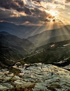 Sunset at Tiger Mouth rice terraces, Yuanyang, China (by William Yu).