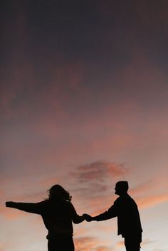 Shadow Photography, Couple Photography Poses, Dark Photography, Couple Aesthetic, Aesthetic Pictures, Couple Shadow, Shotting Photo, Shadow Pictures, Applis Photo