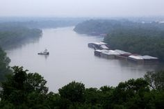 barges on the mississippi | Barges sit along the banks of the Mississippi River in Vicksburg ...