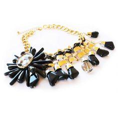 Stylish necklace. Collar con estilo.