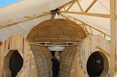 Straw Bale Dome in Hruby Sur (SK) under construction, architectural bureau Createrra, more pictures on baubiologie. Underground Shelter, Geodesic Dome Homes, Straw Bales, Dome House, Tiny House Cabin, Natural Building, Glamping, Planer, Building A House