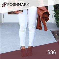 """15% OFF 2+🌴 white skinny jeggings 5 pocket pants Super soft and stretchy skinny cut pants.    75% rayon 21% nylon 4% spandex  Inseam lengths: s-29"""" m-29.5"""" l-30"""" WILA Pants Skinny"""