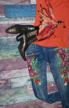 Modern twist on a western themed look Westerns, Flats, Modern, Flowers, Style, Fashion, Toe Shoes, Moda, Trendy Tree