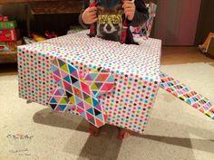 Fabriquer un avion en carton! DIY Carton Diy, Toddler Bed, Quilts, Blanket, Articles, Home Decor, Planes, Children, Smile