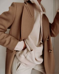 Chic Ways to Wear the Athleisure Trend - Outfitting Ideas Athleisure Trend, Look Fashion, Fashion Outfits, Fall Fashion, Luxury Fashion, Looks Style, My Style, Camel Coat Outfit, Looks Vintage