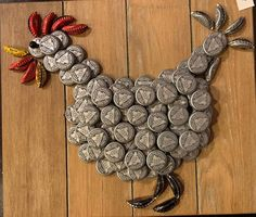 This handmade beer bottle cap rooster is 12 x 14 on a solid wood frame. Caps are 3 stacked to give it a bit more perspective. Its put together with glue to last a long time indoors and outdoors. Great gift for a kitchen, country decor, or vacation house. Bottle Top Art, Bottle Cap Table, Beer Bottle Caps, Beer Caps, Plastic Bottle Caps, Glass Bottle, Bottles, Diy Bottle Cap Crafts, Beer Cap Crafts